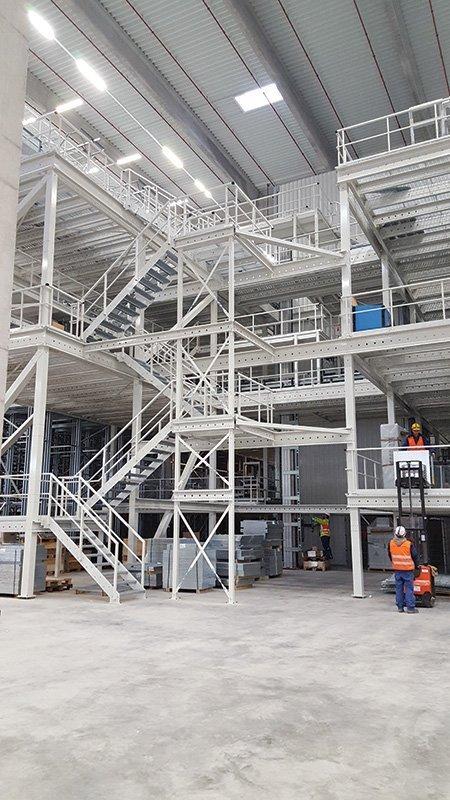 Soppalchi industriali multispazio rampe di scale